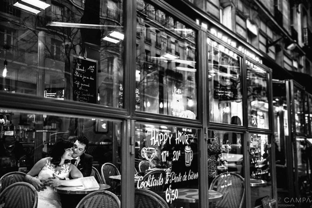 sesión postboda en cafetería